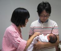 パパも赤ちゃんとふれあいタイム