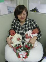 双子の赤ちゃんが、ママと3人そろって退院を迎えました